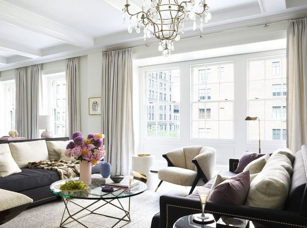 Living room in white with dark furniture