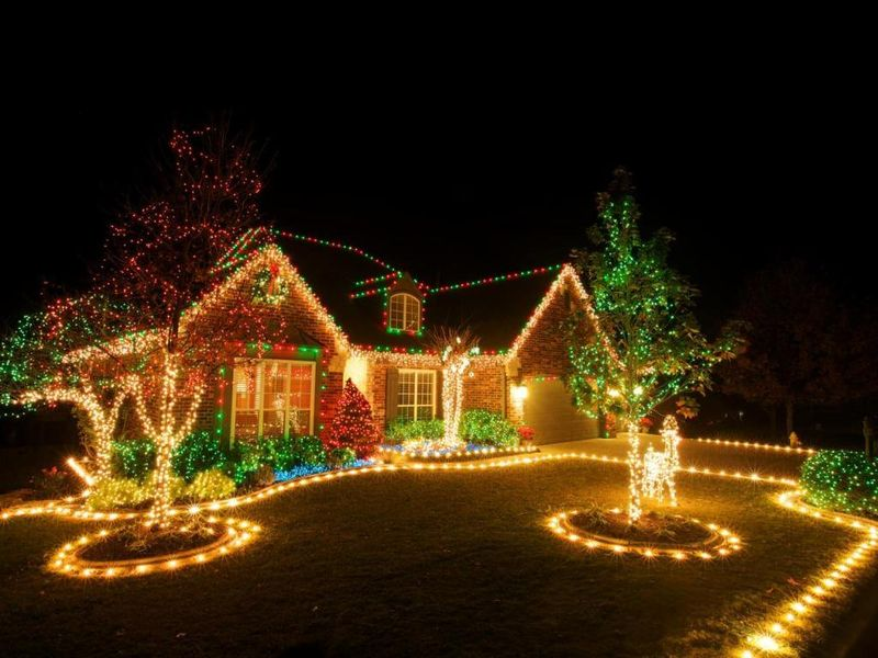 This-front-lawn-light-decoration-is-simple-and-elegant-for-front-yard.