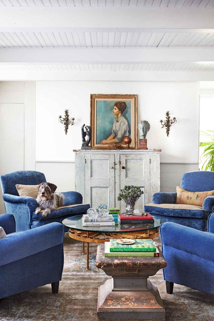 White walls combined with blue sofas