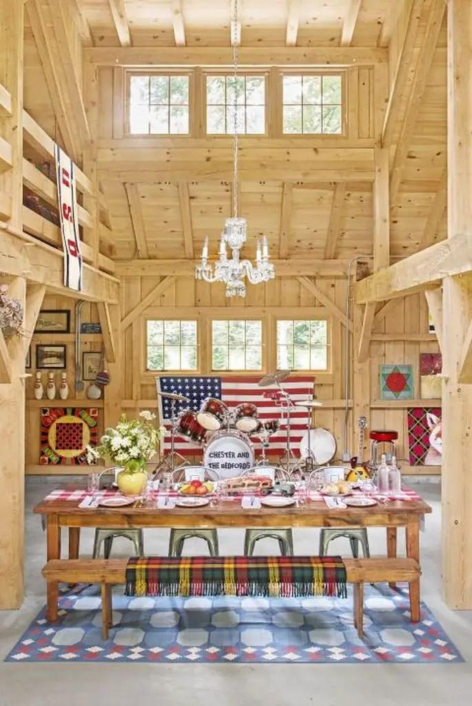 Dining room wih wooden walls