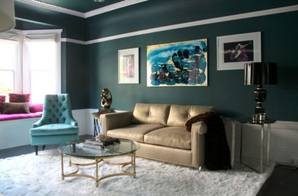 Elegant-living-room-featuring-an-abstract-wall-art