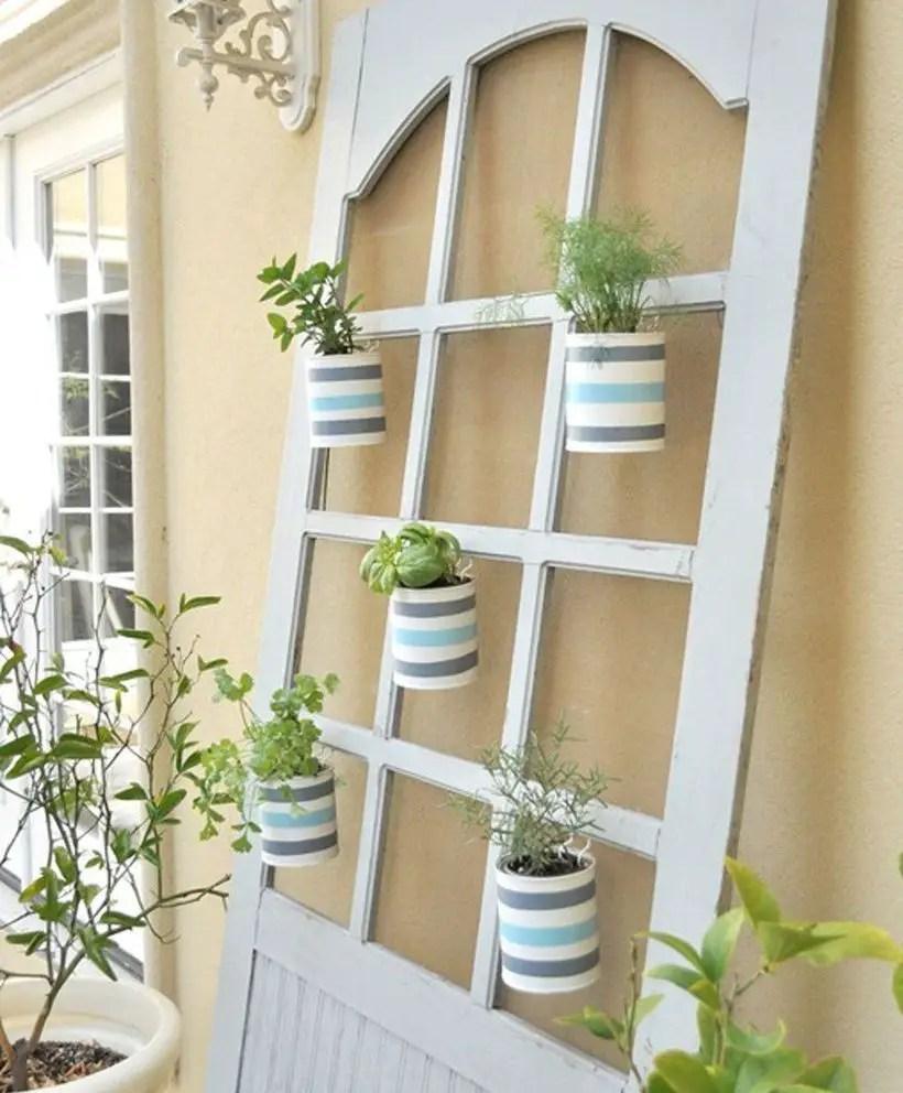 Gallery-1427139458-cottage-screen-door-planters-cg1