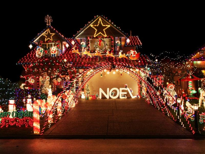 Yard-and-roof-are-covered-in-the-brightest-and-most-holiday-inspired-pieces.