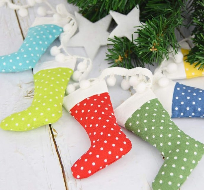 1applegreen-cottage-mini-christmas-stocking-02-1