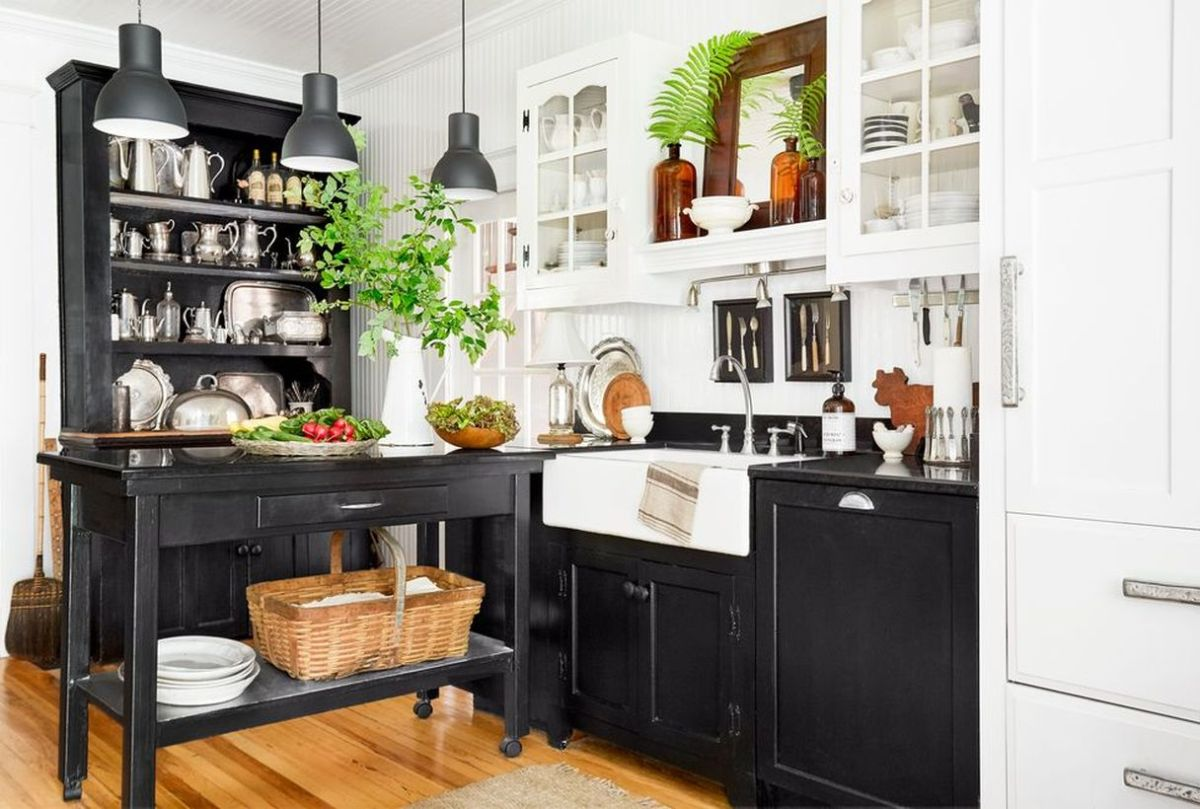 2farmhouse-kitchen-black-1548267620