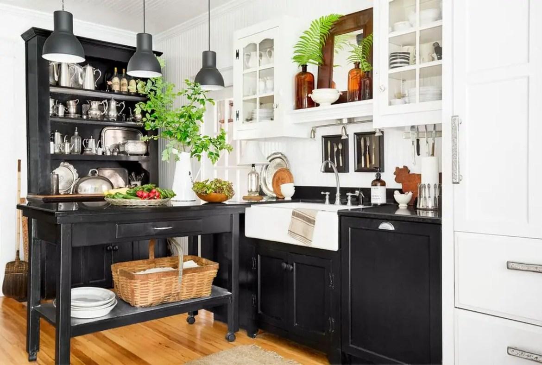 2farmhouse-kitchen-black-1548267620