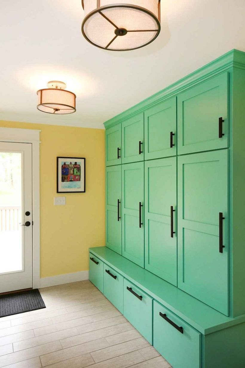 4attractive-farmhouse-mudroom-entryway-ideass