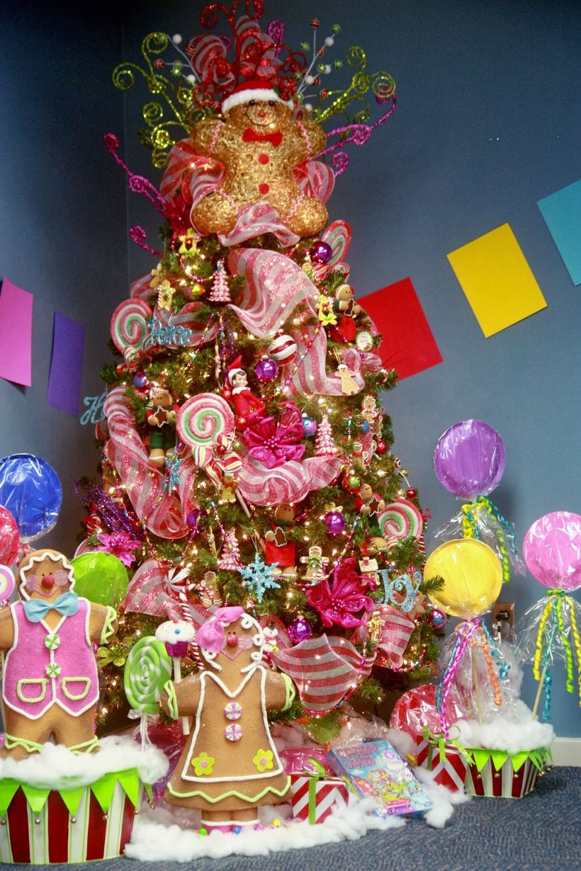 555gingerbread-candyland-christmas-tree-1