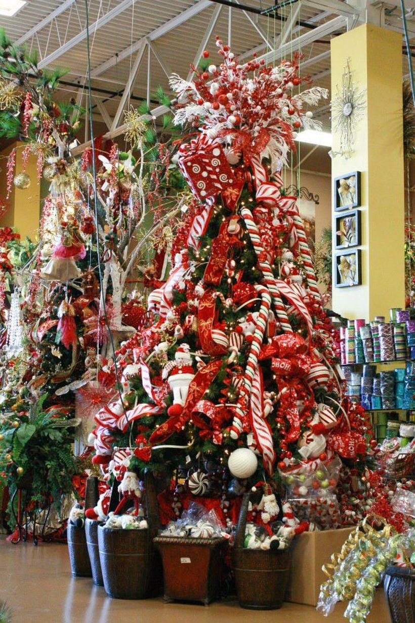 Candy-themed-christmas-tree