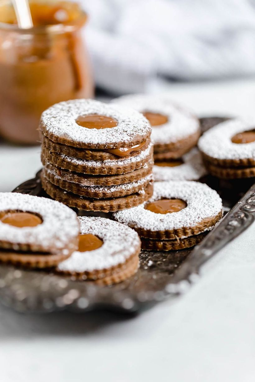 Classic-christmas-décor-ideas-with-gingerbread-cookies-a-homemade-dulce-de-leche-filling-makes-this-dessert-downright-decadent.