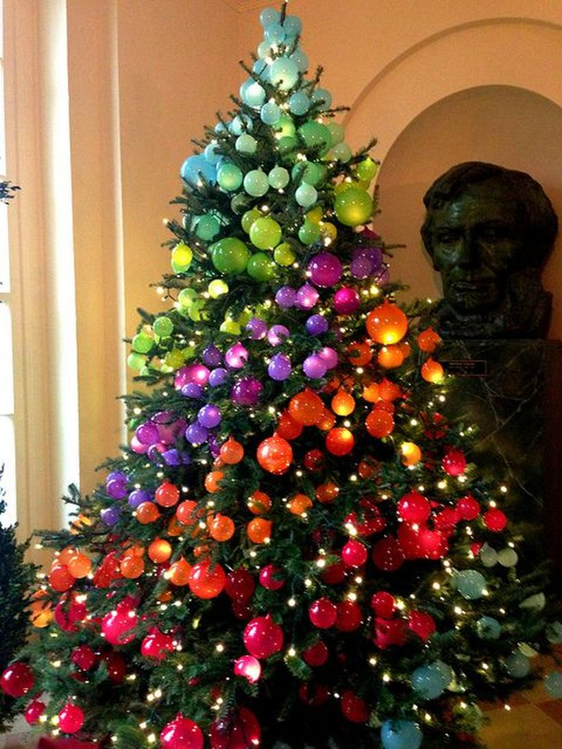 The-most-colorful-and-sweet-christmas-trees-and-decorations-you-have-ever-seen-homesthetics-3