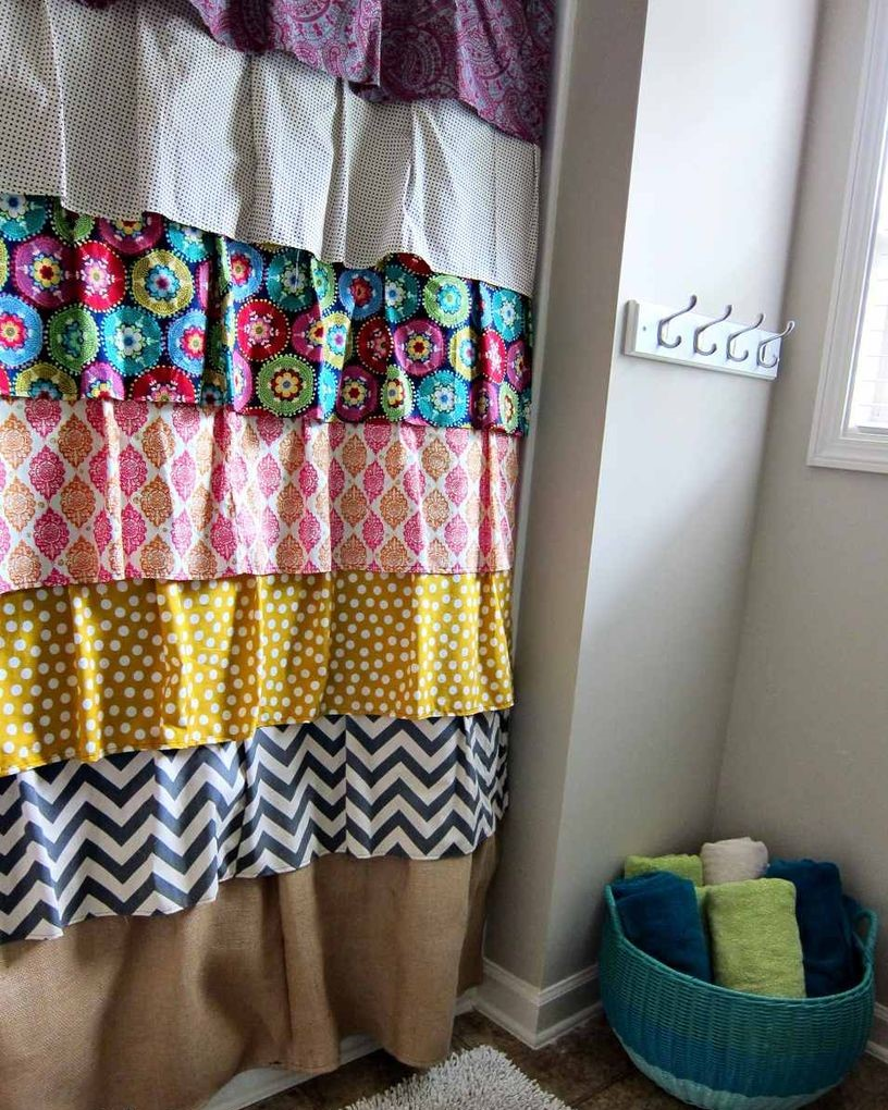 Diy-shower-curtain-4-2dae16827c734ebdb5b2e00aa8a4ed77-1