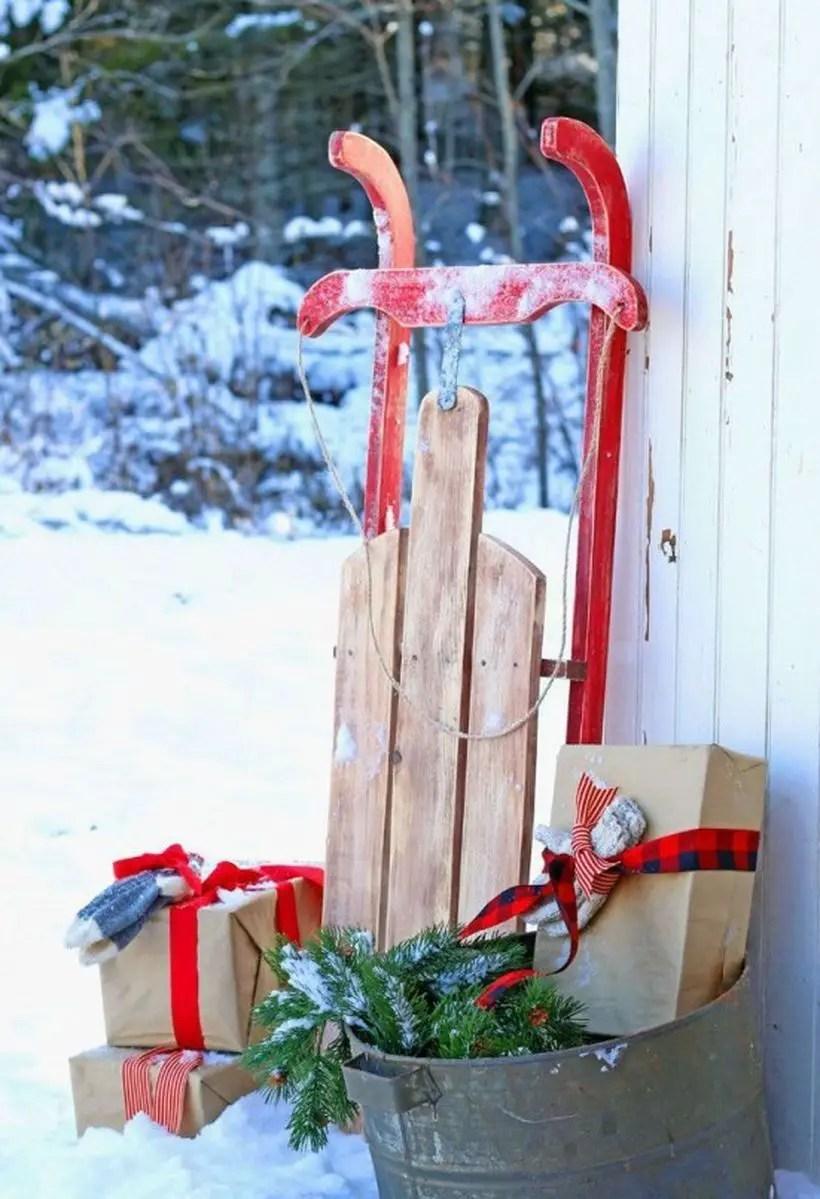 Fun-and-creative-sleigh-decor-ideas-for-christmas-21-554x875