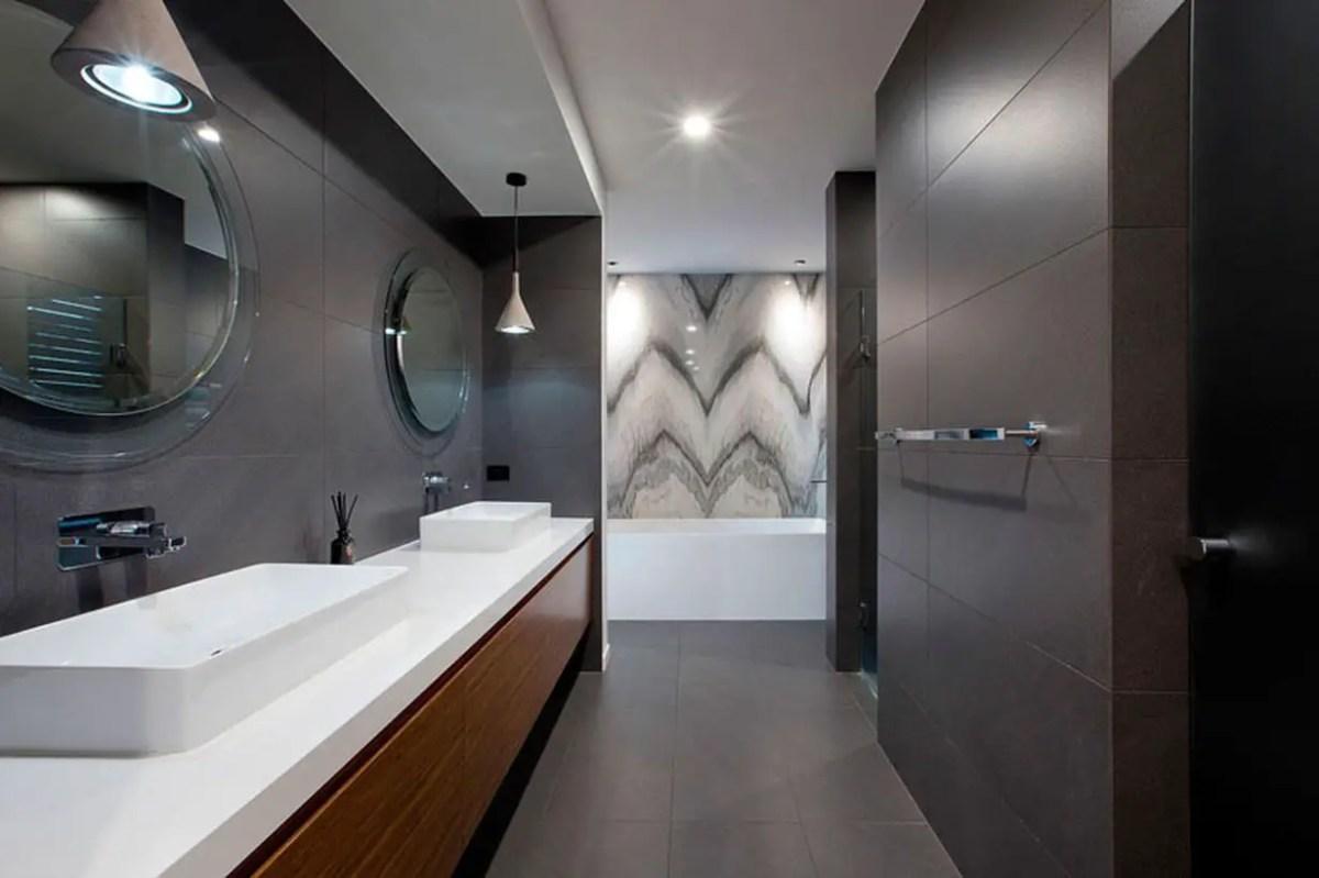 Round-bathroom-mirrors-011216-842-19