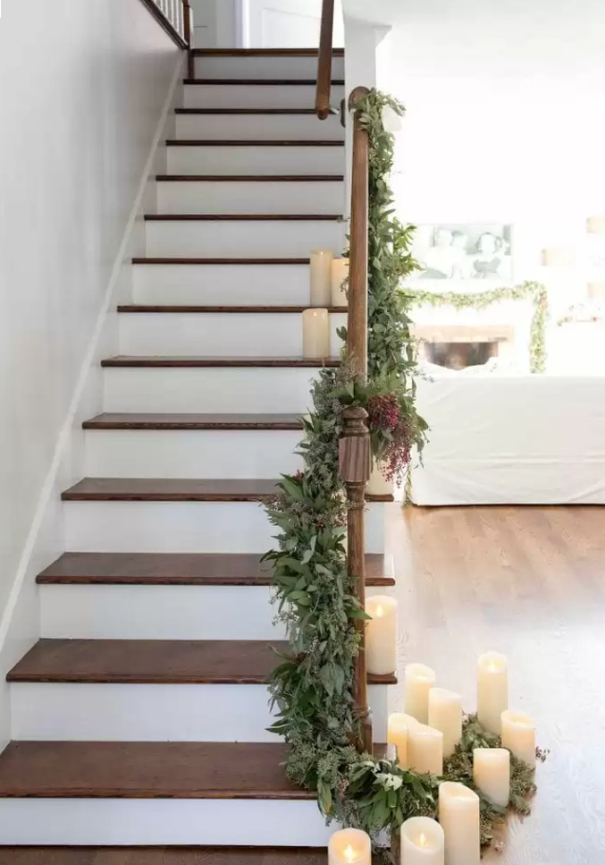 Staircase-christmas-decorations-candles
