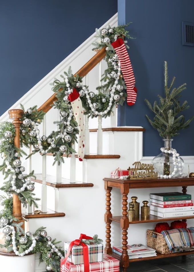 Staircase-christmas-decorations-white