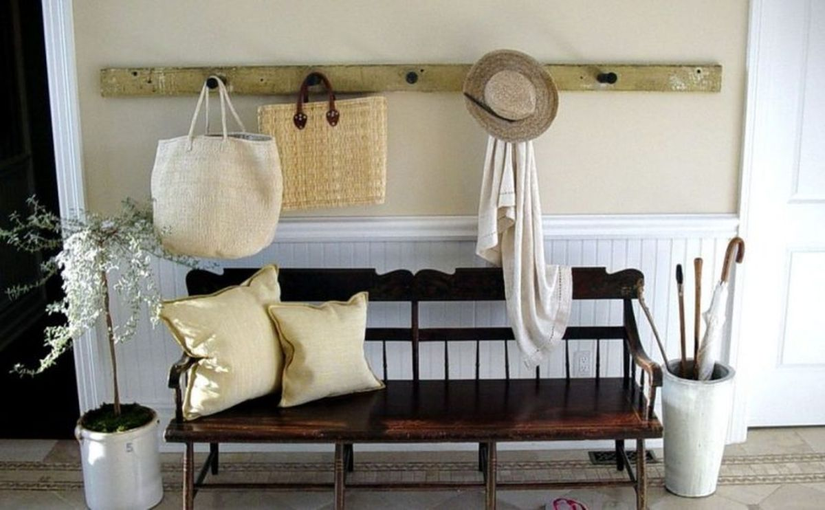 Vintage-and-antique-diy-wooden-bench-seat-with-white-pillow-beside-umbrella-stand-plus-wall-mounted-coat-hooks-and-bag-hooks-ideas-783x484