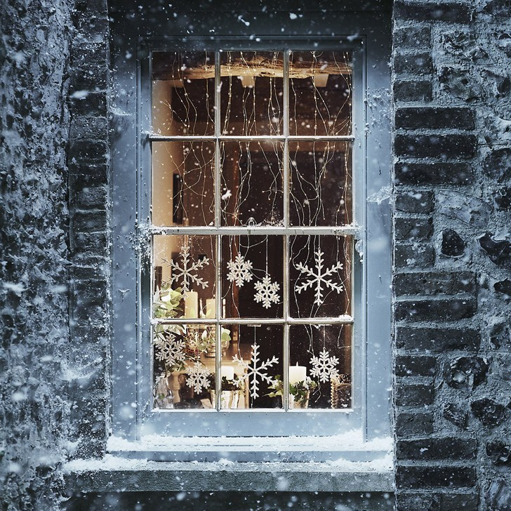 15 Simple Window Decoration Ideas to Cheer up Your Wintertime