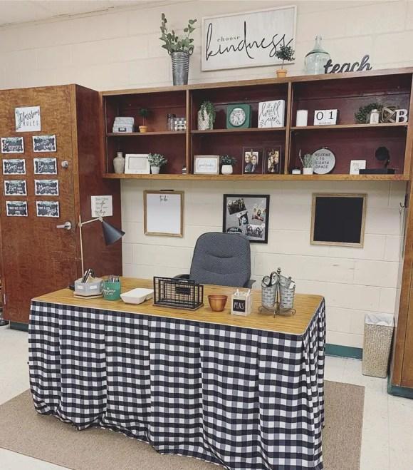 1-farmhouse-classroom_teachers-desk