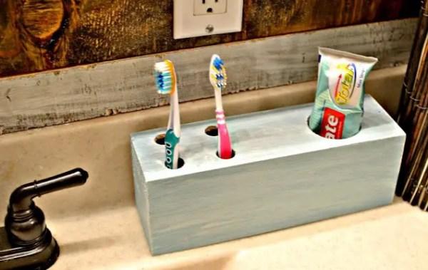 1-diy-toothbrush-holders-to-highlight-your-bathroom-decor-8-1