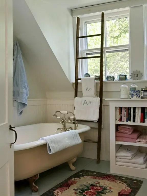 2-wooden-towel-ladder-in-both-rustic-as-well-as-in-modern-bathroom-20-156