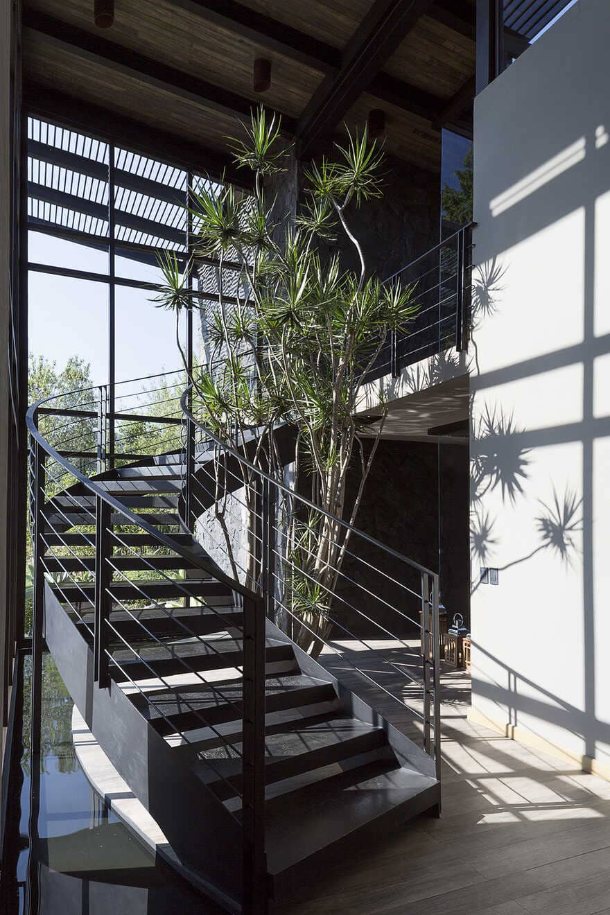 Dark grey house in modern construction of purified lines with rustic touches 7