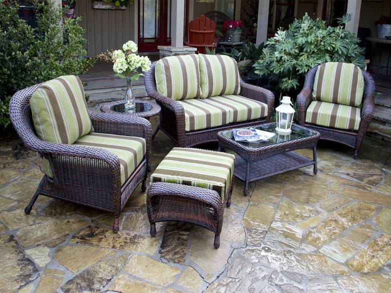 Outdoor-wicker-patio-furniture-sets-cushions