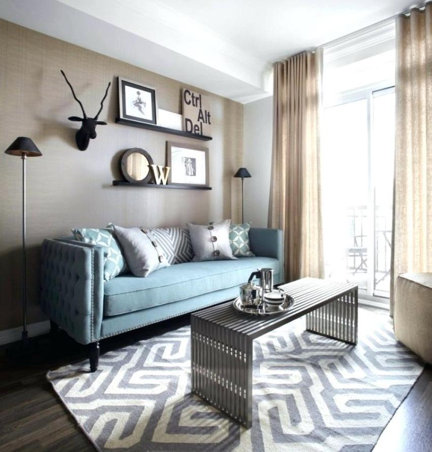 Blue-sofa-decor-hankgilbertcom_living-room-layout-and-decor