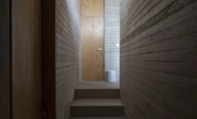 159437558524524_steps_lead_to_bedroom_perspective_from_door_of_bedrooms_chengzhi