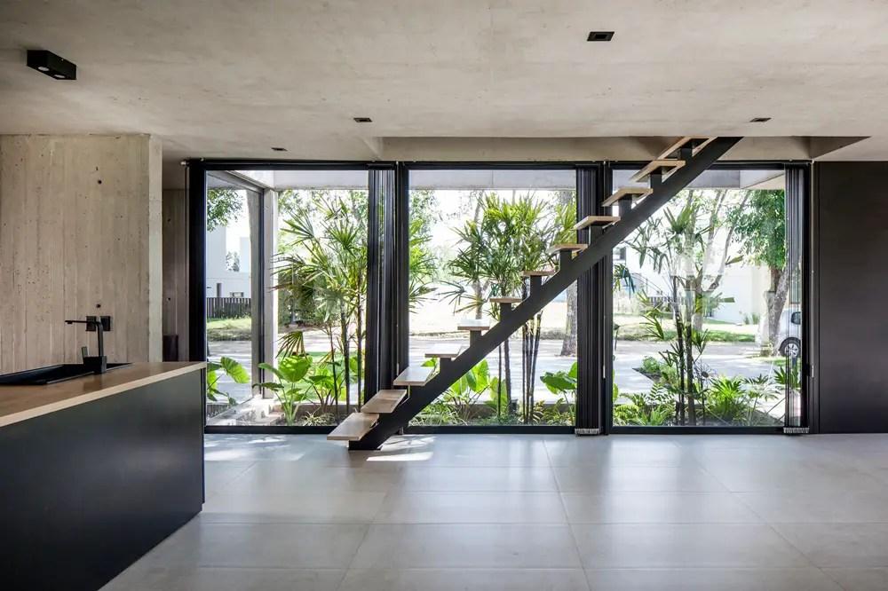 Black-house-v2-arquitectos-city-bell-la-plata-argentina_dezeen_2364_col_6