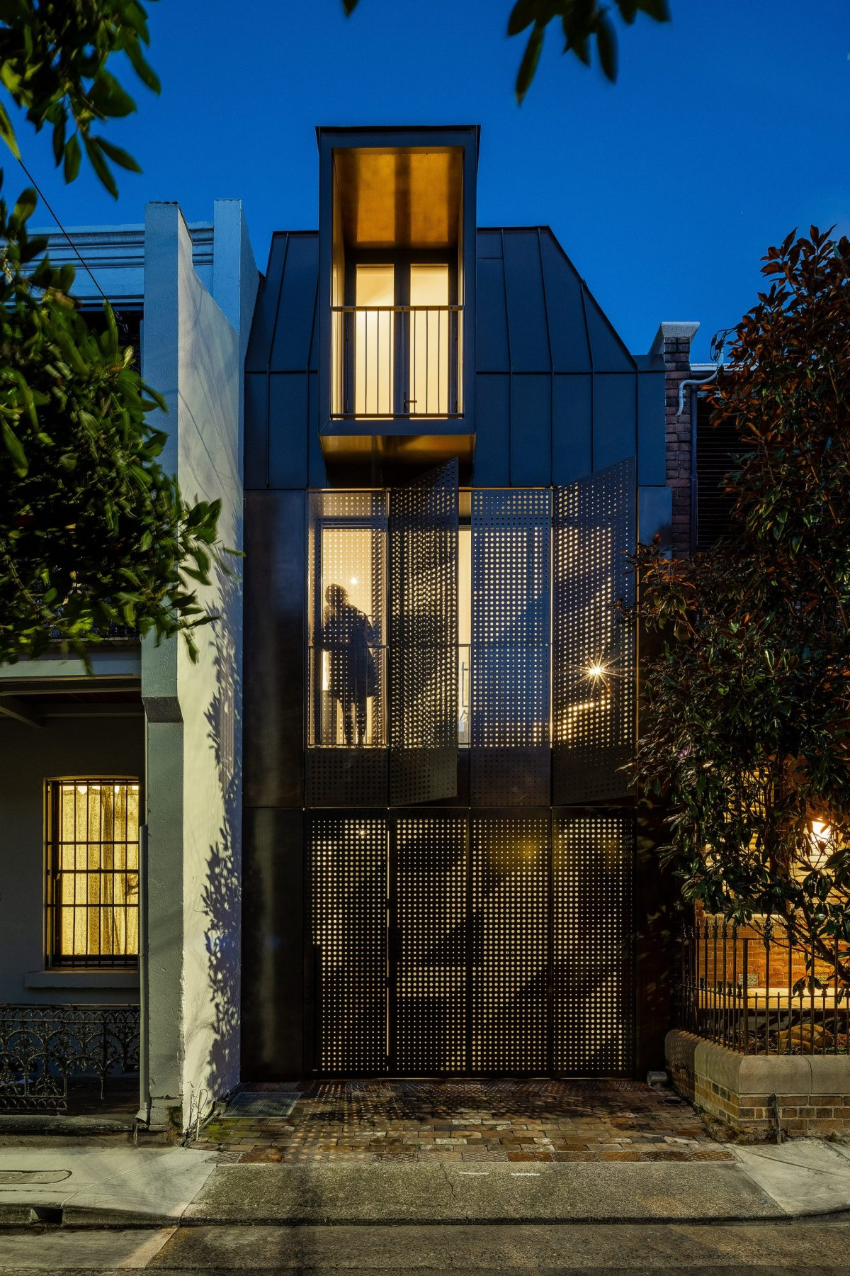 Chimney-house-atelier-dau-sydney_dezeen_2364_col_0-scaled-1