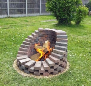 Awesome-stacked-brick-pyramid-fire-pit-idea