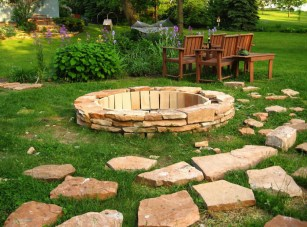 Flagstone-and-brick-fire-pit-ideas