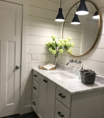62-easy-farmhouse-bathroom-renovation-designs-for-your-bath-37