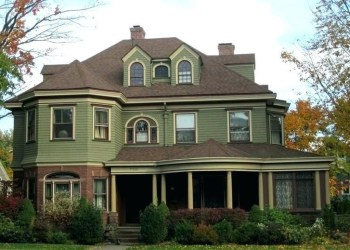 Astonishing-exterior-paint-colors-ideas-for-house-with-brown-roof-19-1