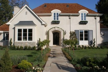 Astonishing-exterior-paint-colors-ideas-for-house-with-brown-roof-46-1