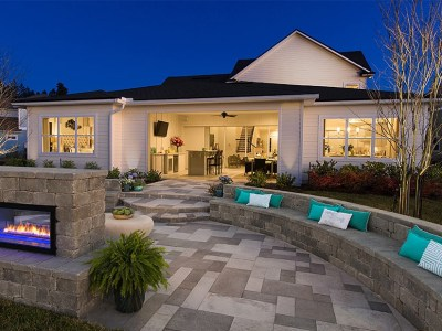 Featured-projects-patios-driveways-pool-decks-outdoor-kitchens_outdoor-patio-and-backyard