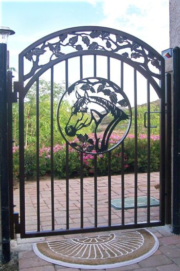 Horse-themed-gate-designs-6-640x960-1
