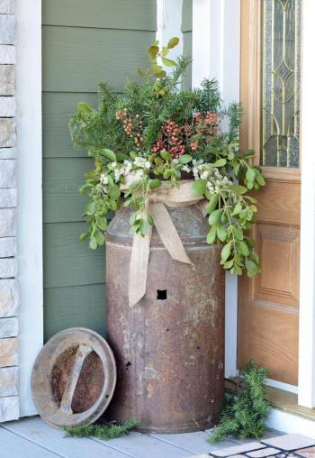 04-outdoor-holiday-planter-ideas-homebnc