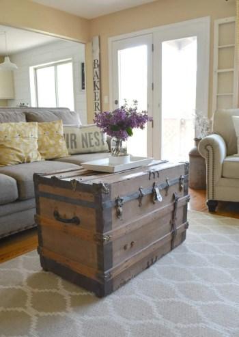 05-farmhouse-living-room-design-and-decor-ideas-homebnc-678x1024@2x