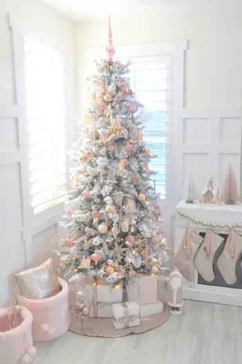 White-christmas-tree-decorating-ideas-02-1-kindesign-768x1156-1