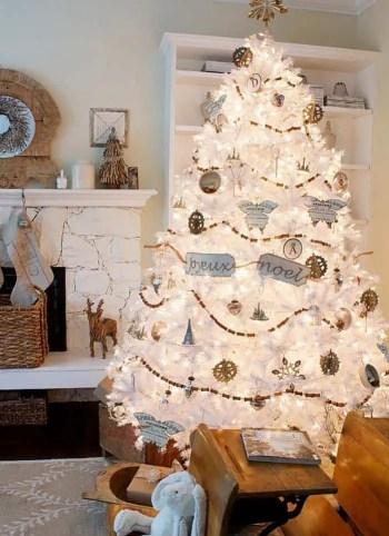 White-christmas-tree-decorating-ideas-24-1-kindesign