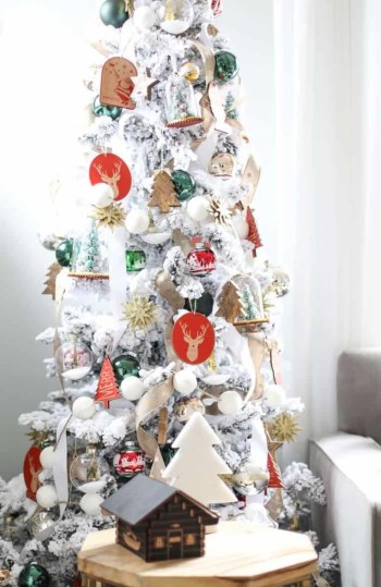 White-christmas-tree-decorating-ideas-27-1-kindesign-768x1301-1