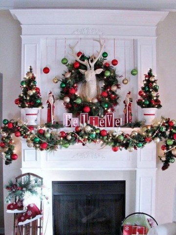 04-a-garland-wreath-and-small-trees-made-of-ornaments