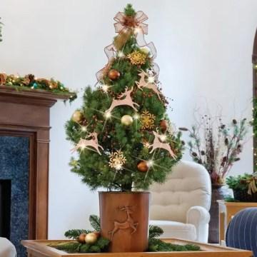 1 miniature-tabletop-christmas-tree-decorating-ideas_041