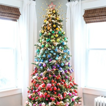 1 rainbow-christmas-tree-decoration-ideas-1