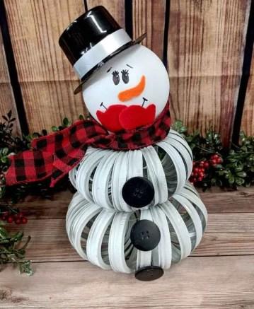 1 mason-jar-lid-snowman-1-600x763