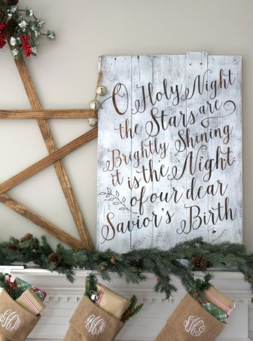 10-whitewashed-pallet-sign-with-calligraphy