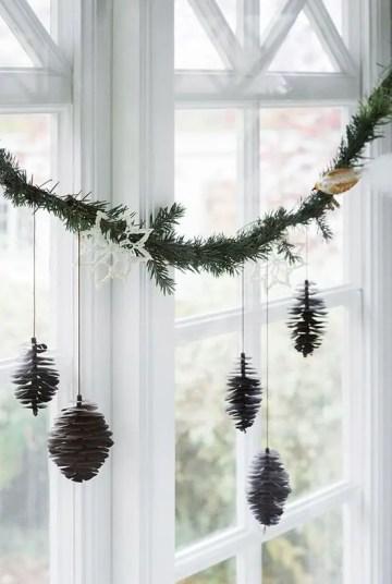 100-beautiful-scandinavian-christmas-decor-ideas-31