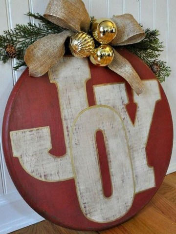 17-red-ornament-joy-sign-with-gold-ornaments-and-a-burlap-bow